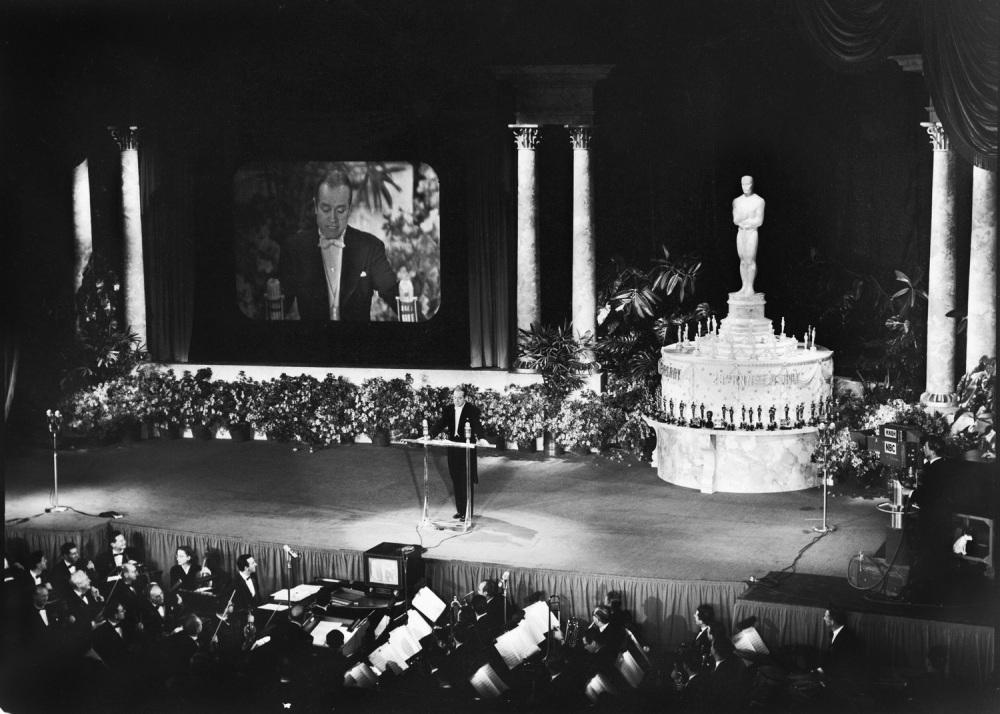 Bob Hope, o primeiro host do Oscar televisionado em 1953. (photo by savedthecat.com)
