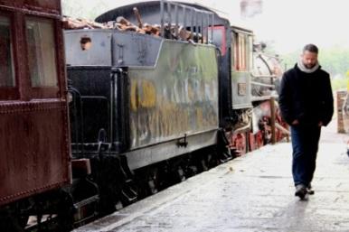 Gravações-na-EstaçãoFérrea-mesmo-com-chuva-11-05-15_Créditos-Alexandra-Ungatatto-2
